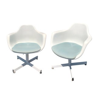 Mid Century Modern White Fiberglass Shell Mold Chairs by Krueger - a Pair For Sale