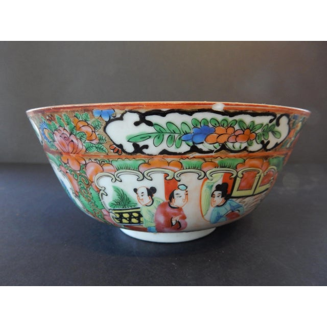 Antique Chinese Export Porcelain Rose Medallion Bowl For Sale - Image 4 of 11