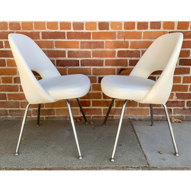 2000 - 2009 Knoll Saarninen White Executive Chairs- A Pair For Sale - Image 5 of 12