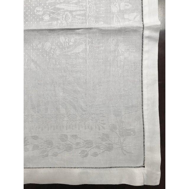 English Set of 11 White Linen Damask Dinner Napkins For Sale - Image 3 of 7