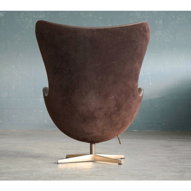 Brown Golden Egg Chair Special Anniversary Edition by Fritz Hansen For Sale - Image 8 of 11