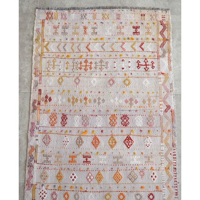 Antique White Antique Handmade Kilim Runner Rug Masterwork Cotton Jajim Hallway Decor - 2′9″ × 11′9″ For Sale - Image 8 of 12