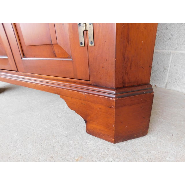 Henkel Harris Chippendale Style Pine 9 Pane Corner Cabinet For Sale - Image 11 of 13