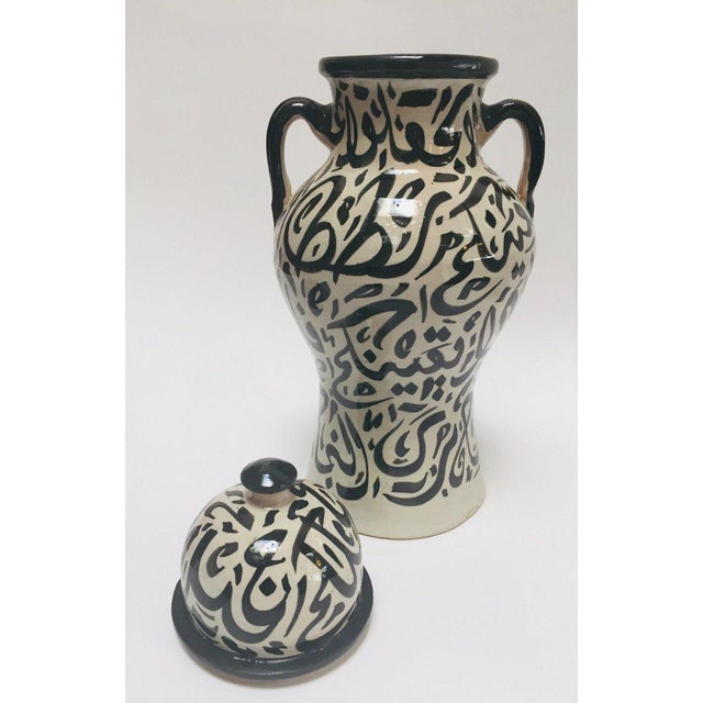 Mid 20th Century Pair of Moroccan Glazed Ceramic Urns With Arabic Calligraphy From Fez For Sale - Image 5 of 13