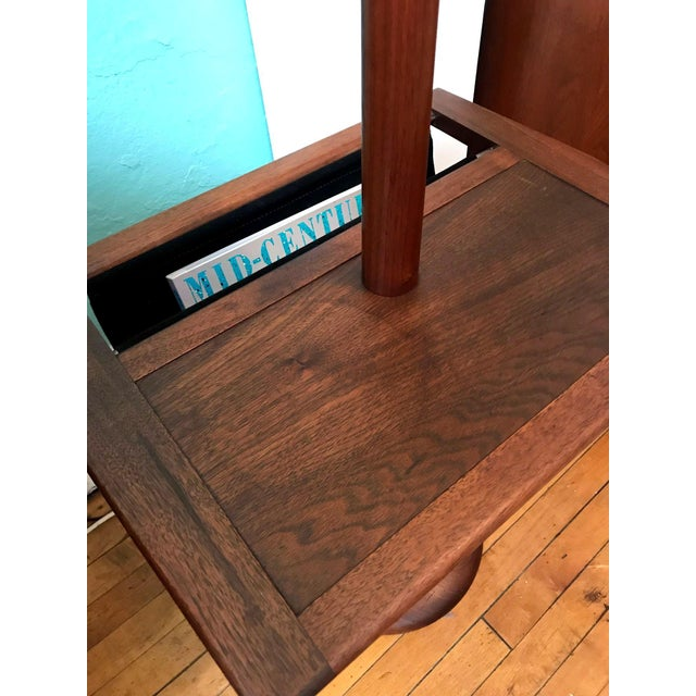 Laurel Mid-Century Floor Lamp With Table & Magazine Holder For Sale In Boston - Image 6 of 10
