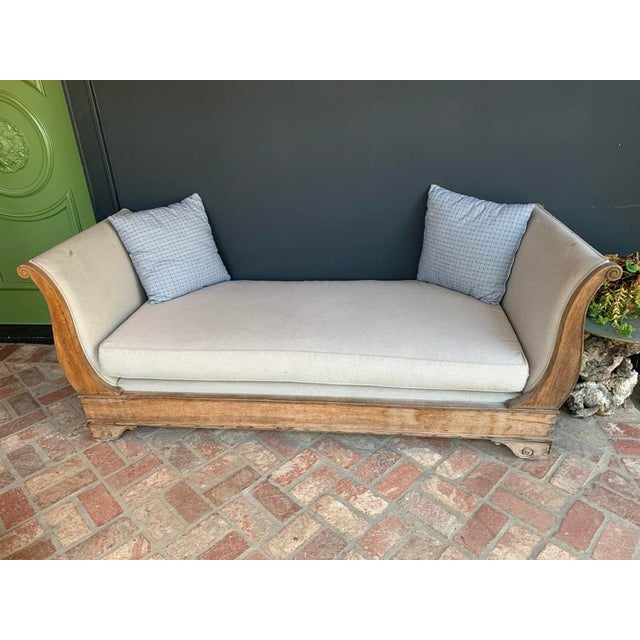 Traditional Late 20th Century Vintage Oak Sleigh Day Bed For Sale - Image 3 of 8