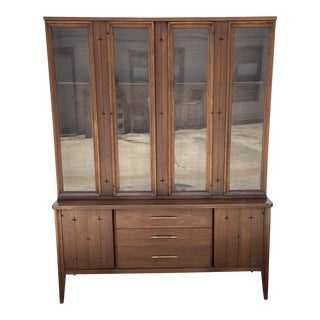 Vintage Broyhill Saga Display Hutch With Glass Doors For Sale