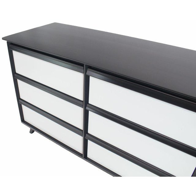 Baumritter 1960s Mid-Century Modern Solid Birch Two-Tone Black White Lacquer Six-Drawer Dresser For Sale - Image 4 of 9