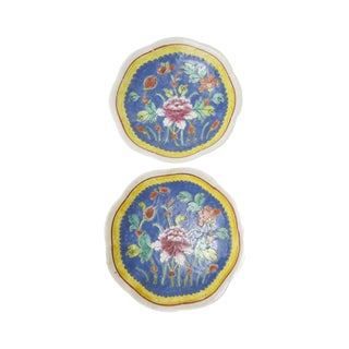 Pair of Chinese Blue & Yellow Bowls in Floral Design For Sale