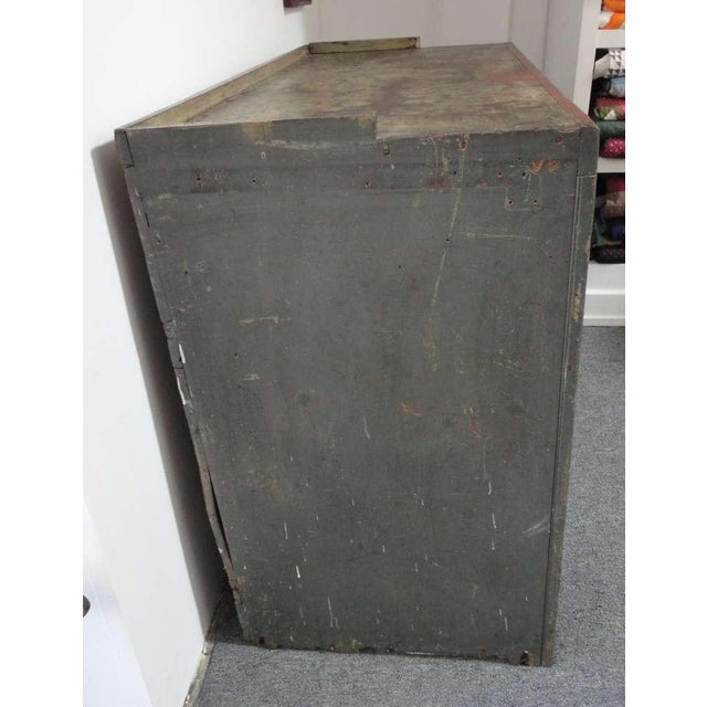 Early 19th century Original Grey Over Red Pennsylvania Hutch/Cupboard For Sale - Image 4 of 8
