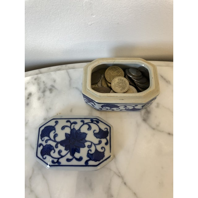 Chinoiserie Late 20th Century Blue & White Ceramic Chinoiserie Box For Sale - Image 3 of 9