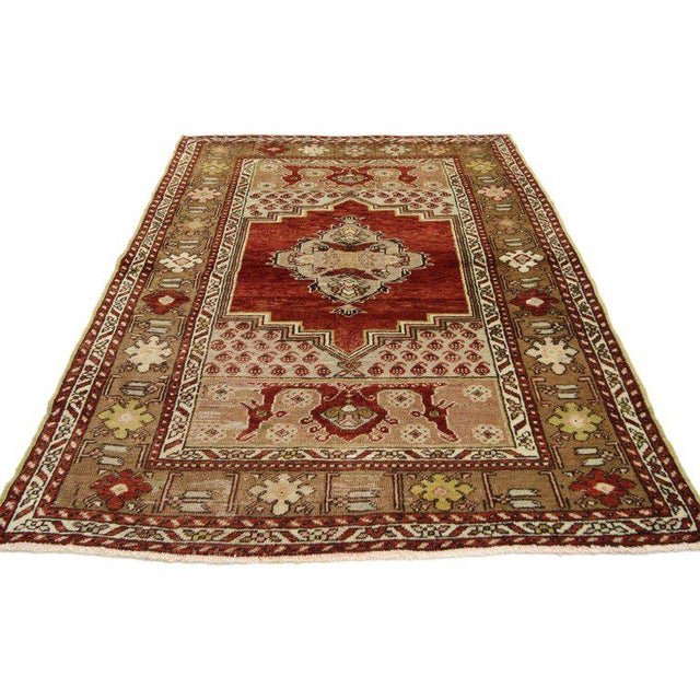 This hand-knotted wool vintage Turkish Oushak rug features a modern traditional style. Immersed in Anatolian history and...