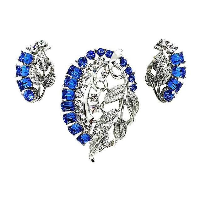 Star Blue Baguette Brooch & Earrings For Sale - Image 4 of 4