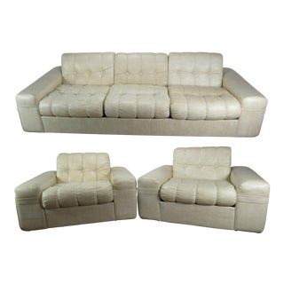 Modern Domani Off-White Tufted Vinyl 3-Piece Sofa Suite For Sale