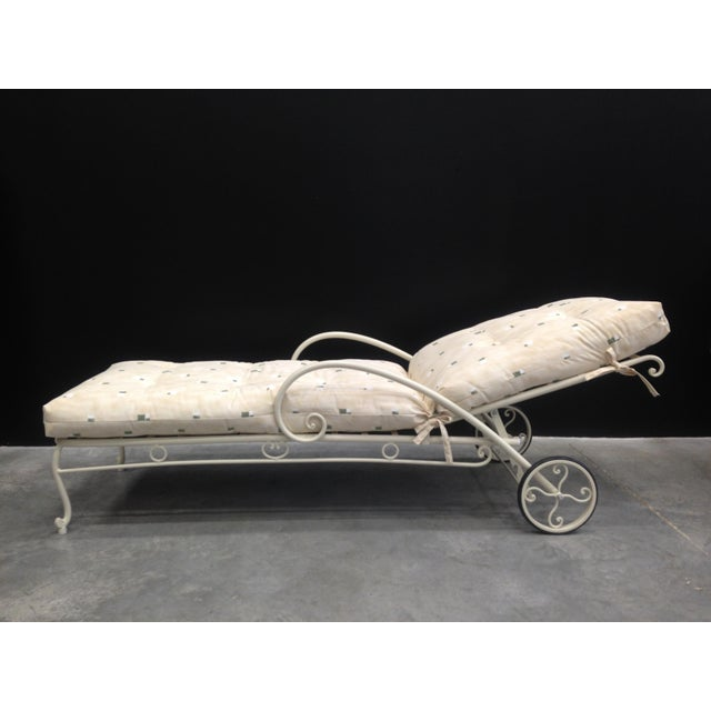 French Provincial Vintage French Style Wrought Iron Chaise Longue With Cushion For Sale - Image 3 of 6