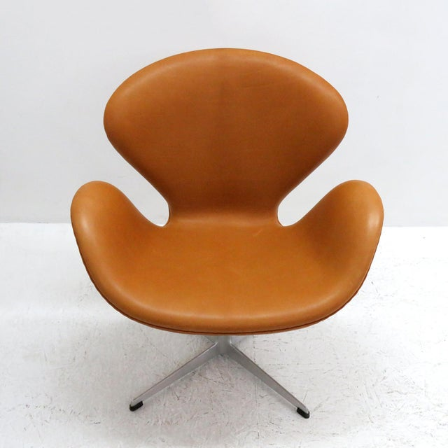 Brown Arne Jacobsen Model 3320 Brown Leather Swan Chair For Sale - Image 8 of 13