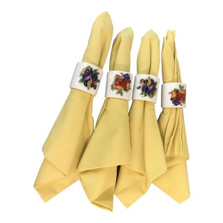 Mid-Century Modern Yellow Napkins and Ceramic Fruit Rings - Se of 4 For Sale