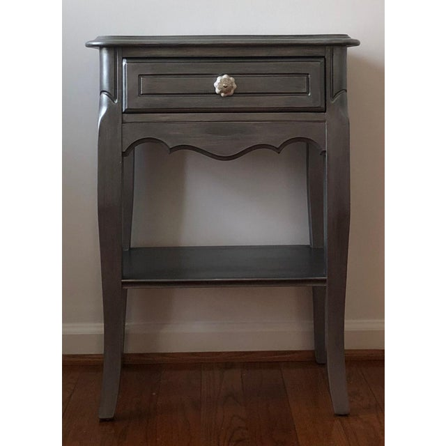 Antique Silver Metallic French Provincial Dainty Nightstand/End Table/Bedside Table For Sale In Washington DC - Image 6 of 6