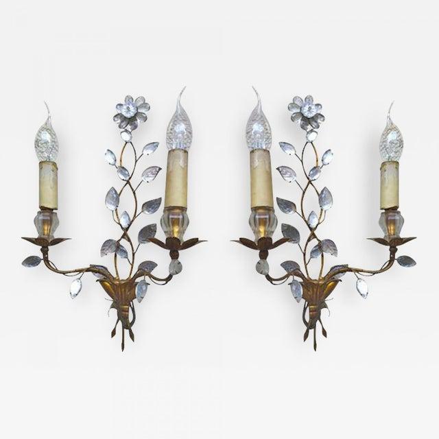 Maison Baguès 1940s genuine extremely refined pair of floral gold leaf sconces.