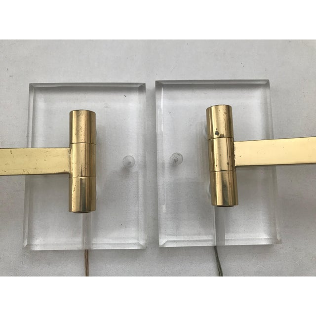 1970s Walter Von Nessen Karl Springer Style Lucite Acrylic Brass Wall Sconces - a Pair For Sale - Image 5 of 10