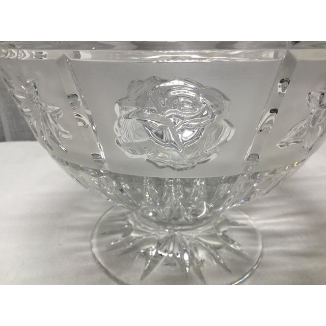 Late 20th Century Daisies, Roses & Dafodiles Lead Crystal Pedestal Bowl For Sale - Image 4 of 7