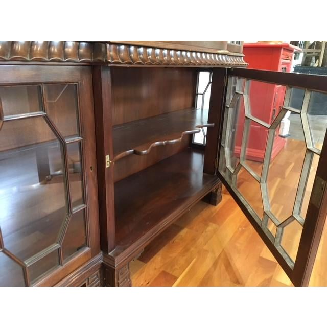 Asian 1980s Chippendale Baker Furniture Company Mahogany Breakfront China Cabinet For Sale - Image 3 of 11