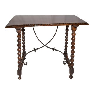17th Century Spanish Walnut Table For Sale