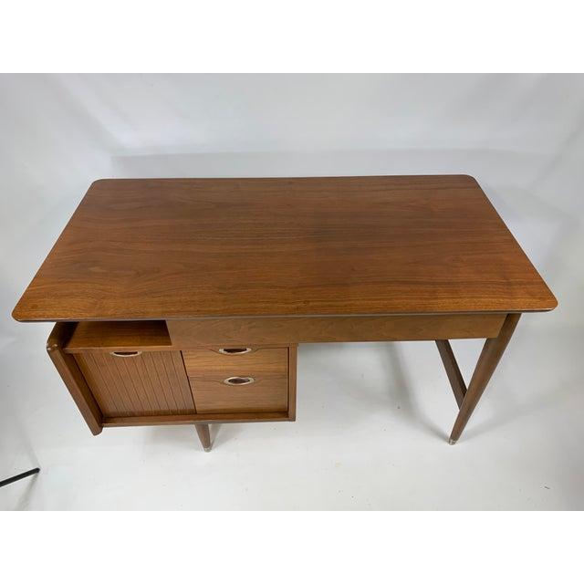 """Hooker Furniture 1950s Mid Century Modern Hooker Furniture """"MainLine"""" Writing Desk For Sale - Image 4 of 9"""