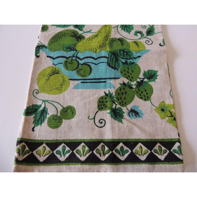 Vintage Green and Blue Printed Bathroom Guest Towel Printed linen. Size: 28 x 15 x 0.03