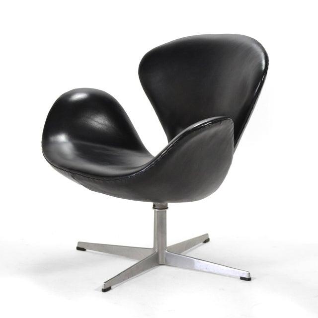 High End Arne Jacobsen Swan Chair In Black Leather By Fritz Hansen