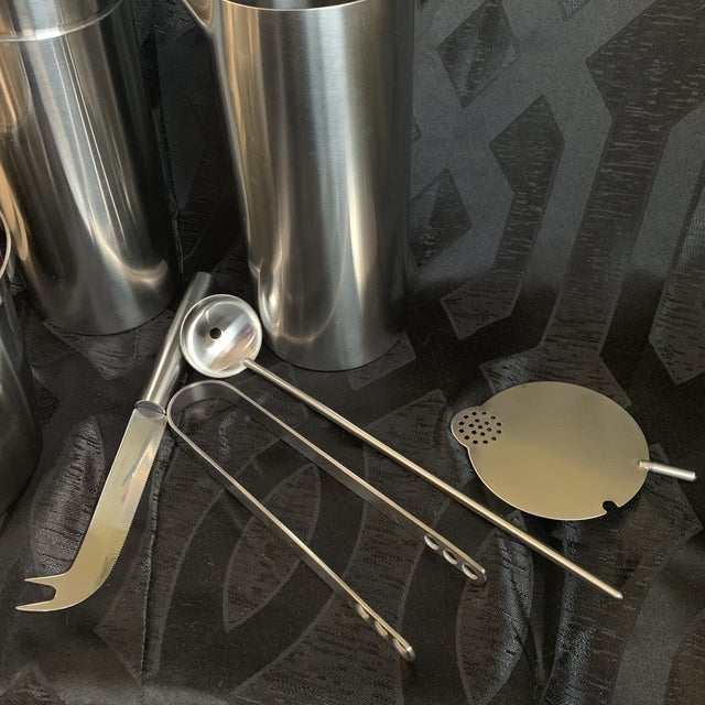 "1970s Danish Modern Arne Jacobsen for Stelton ""Cylinda"" Cocktail Barware Set of 6 For Sale - Image 11 of 13"
