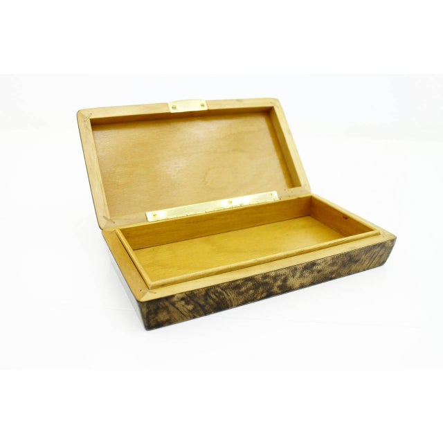 Rare cigar box by Aldo Tura. Lacquered goatskin and brass. Measures: B 24 cm, D 13 cm, 5 cm. Very good condition.