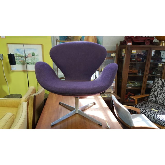 Danish Modern Vintage Swan Chair by Arne Jacobsen for Fritz Hans For Sale - Image 3 of 9