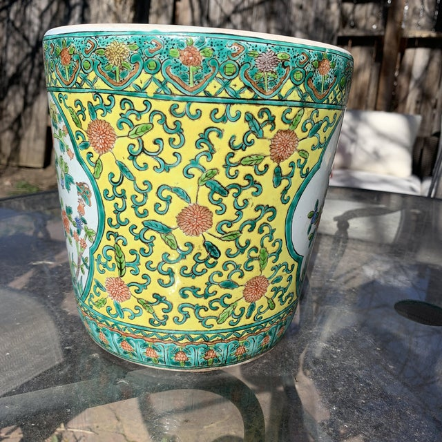 Chinoiserie Yellow Porcelain Pot Accented With Green Foliate and Floral Motifs For Sale - Image 4 of 9