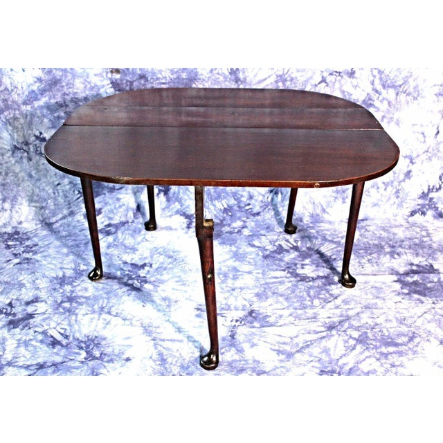 On offer on this occasion is a stunning mahogany drop-leaf gate-leg table. Circa 18th Century. Its dimensions are: Height...