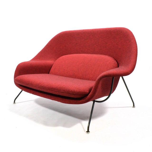 1950s Eero Saarinen Womb Settee Upholstered in Alexander Girard Fabric For Sale - Image 5 of 11