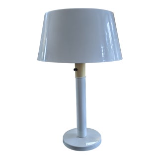 1960s Gerald Thurston Lightolier White Minimalist Enameled Steel & Plastic Table Lamp For Sale
