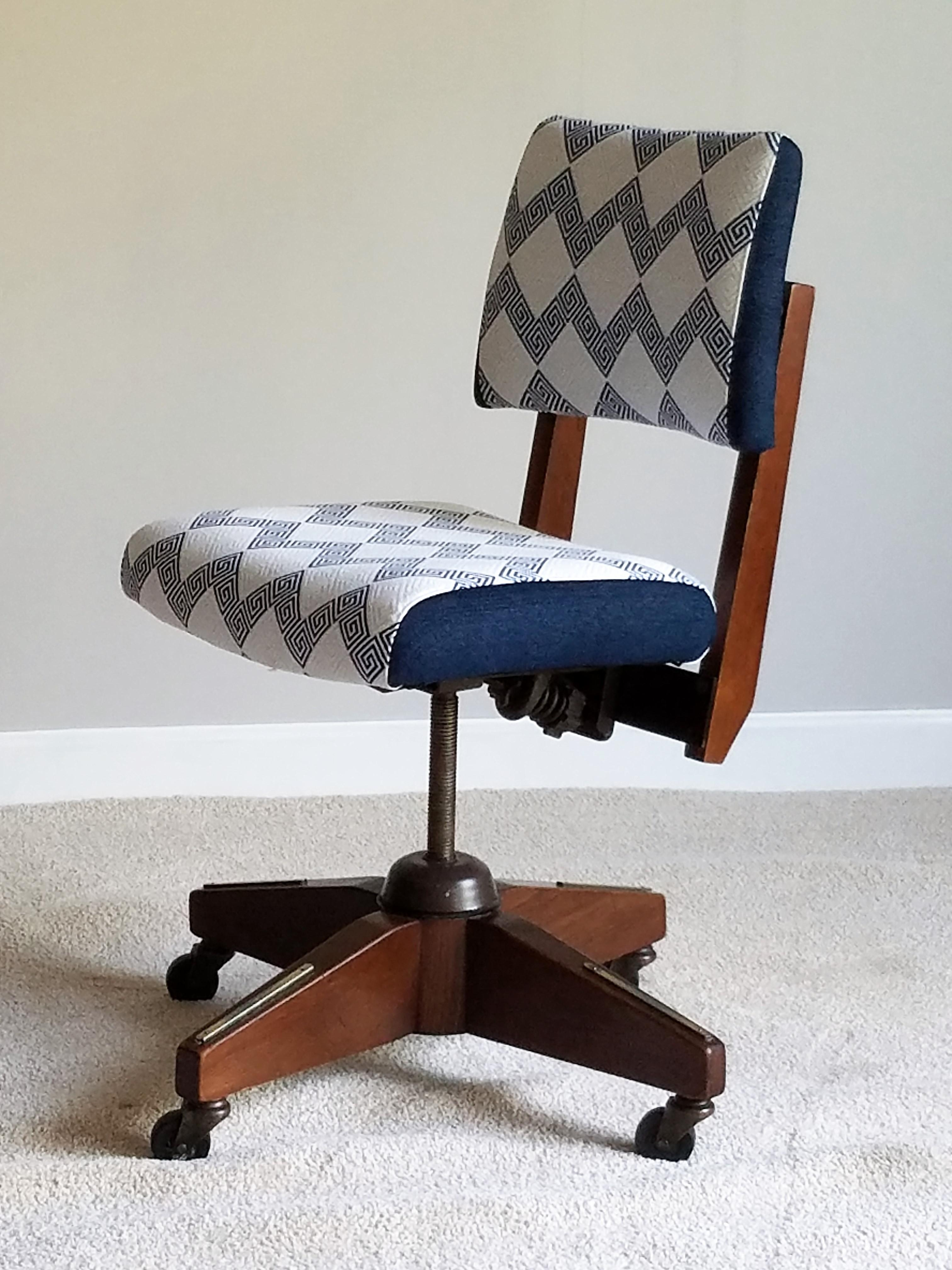 Boling Chair Company Vintage Boling Chair Company Walnut Desk Chair For  Sale   Image 4 Of