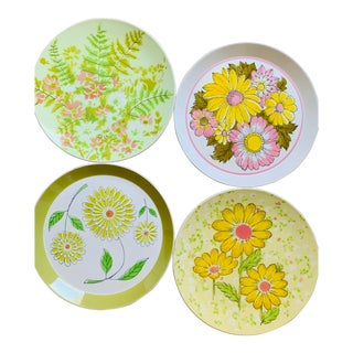 1960's Pink Yellow and Green Floral Mismatched Dinner Plates - Set of 4 For Sale