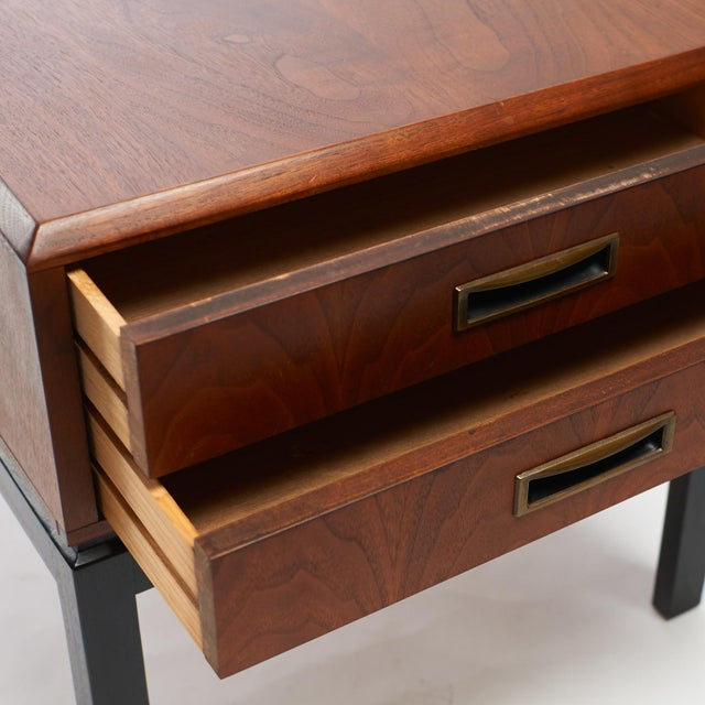 1950s two toned night stands in the style of Harvey Probber - A pair For Sale - Image 5 of 6