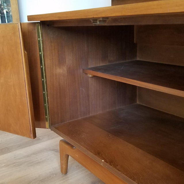 Brown Vintage Mid-Century Modern Display Cabinet With Bi-Fold Doors For Sale - Image 8 of 13