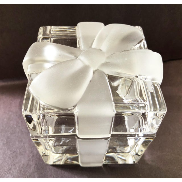 """3 3/4"""" Tiffany & Co. Ribbon & Bow Crystal Trinket Box For Sale In New York - Image 6 of 9"""