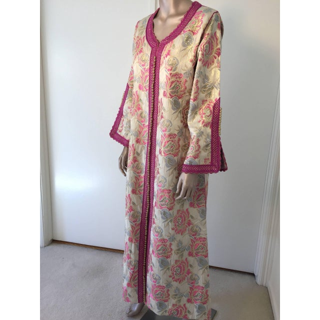 Gold Vintage 1970s Moroccan Kaftan Brocade Embroidered With Pink and Gold Trim For Sale - Image 8 of 10