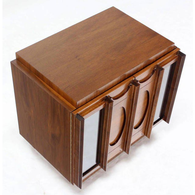 Mid-Century Modern Oiled Walnut Night Stand or End Table For Sale - Image 9 of 10
