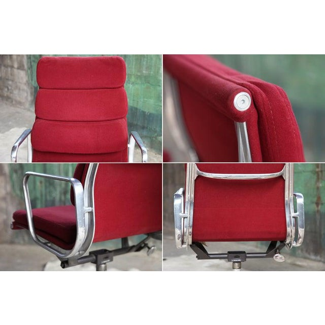 1960s 1970s Eames Herman Miller Aluminum Soft Pad Reclining Executive Lounge Chairs - Set of 8 For Sale - Image 5 of 11