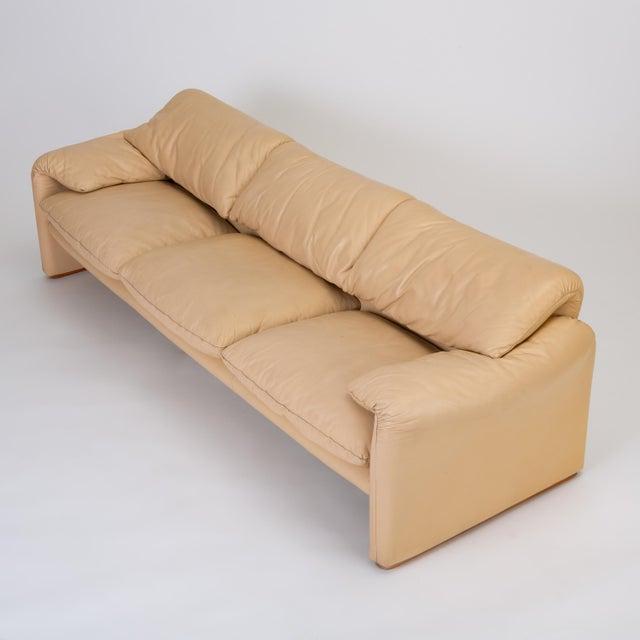 "Cassina Leather ""Maralunga"" Sofa by Vico Magistretti for Cassina For Sale - Image 4 of 12"