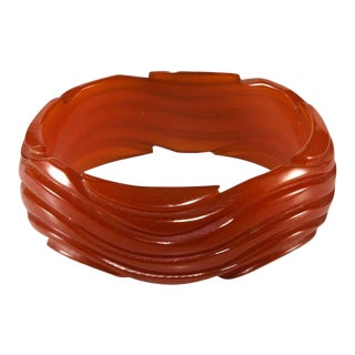 Bakelite Wavy Caramel Bangle Bracelet Vintage For Sale