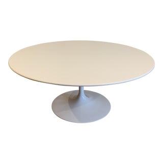 1990s Mid-Century Modern Eero Saarinen for Knoll White Coffee Table For Sale
