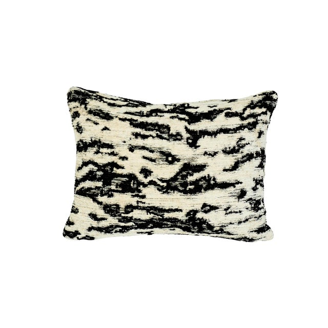 Early 21st Century Schumacher Serengeti Lumbar Pillow in Tigre Blanc For Sale - Image 5 of 5