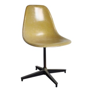 Fiberglass Shell Chair by Charles Eames Chair for Herman Miller, USA For Sale